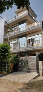Gallery Cover Image of 1800 Sq.ft 5 BHK Independent House for buy in Alpha II Greater Noida for 13000000