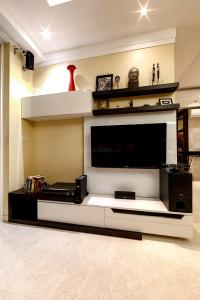 Gallery Cover Image of 3529 Sq.ft 4 BHK Apartment for rent in Sector 54 for 175000