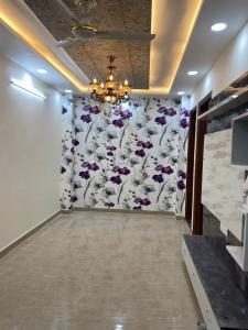 Gallery Cover Image of 700 Sq.ft 2 BHK Independent Floor for buy in Sector 7 Rohini for 8000000