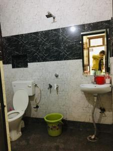 Bathroom Image of Savitri Girls PG in Shakarpur Khas