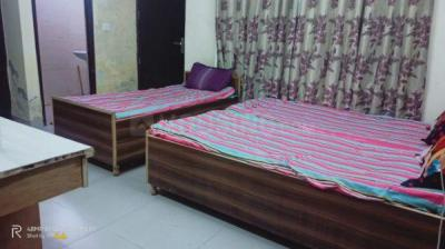 Bedroom Image of Mamnat PG in Sector 27