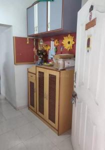 Gallery Cover Image of 1200 Sq.ft 3 BHK Apartment for rent in Karve Nagar for 24000