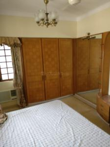 Gallery Cover Image of 2700 Sq.ft 3 BHK Apartment for rent in Sonmarg Apartment, Malabar Hill for 400000