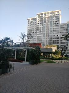 Gallery Cover Image of 980 Sq.ft 2 BHK Apartment for rent in Godrej The Trees Residential Phase 1, Vikhroli East for 60000