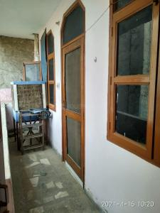 Gallery Cover Image of 2000 Sq.ft 3 BHK Independent Floor for rent in Sector 13 for 18000