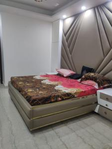 Gallery Cover Image of 1200 Sq.ft 3 BHK Independent Floor for buy in Pitampura for 20000000