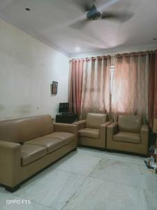 Gallery Cover Image of 915 Sq.ft 2 BHK Apartment for rent in NG Complex, Andheri East for 40000