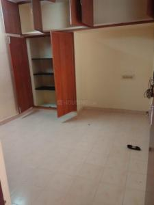 Gallery Cover Image of 1000 Sq.ft 1 BHK Independent House for rent in Koyambedu for 12000