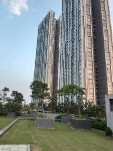 Gallery Cover Image of 2371 Sq.ft 3 BHK Apartment for buy in Urbana, Nazirabad for 23000000