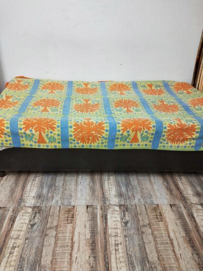 नोएडा एक्सटेंशन में व्हाइट ओरचिड में बेडरूम की तस्वीर