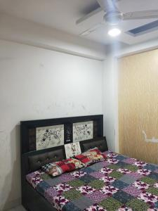 Gallery Cover Image of 800 Sq.ft 2 BHK Apartment for buy in Vasundhara for 2500000