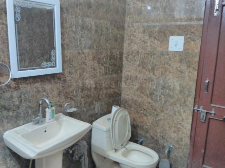 Bathroom Image of Rent PG For Male Near Majiwada Ynh in Thane West