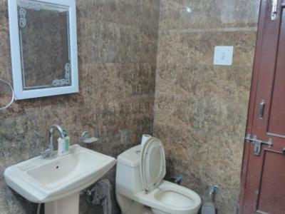 Bathroom Image of 3 Sharing PG In Silver Wood Thane Ynh in Thane West
