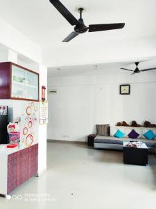 Gallery Cover Image of 1287 Sq.ft 2 BHK Apartment for buy in Shyam Hill, New Ranip for 4400000
