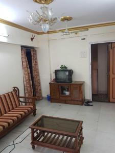 Gallery Cover Image of 670 Sq.ft 1 BHK Apartment for rent in Santacruz East for 44000