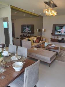 Gallery Cover Image of 1852 Sq.ft 3 BHK Apartment for buy in Shapoorji Pallonji JoyVille Gurugram, Sector 102 for 13000000