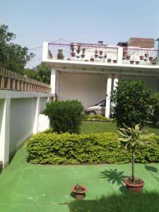 Gallery Cover Image of 3200 Sq.ft 10 BHK Independent House for buy in Nirala Nagar for 26000000