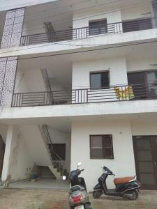 Gallery Cover Image of 1000 Sq.ft 3 BHK Apartment for rent in Kharar for 17000