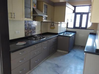 Gallery Cover Image of 1650 Sq.ft 3 BHK Apartment for rent in Sector 12 Dwarka for 25000