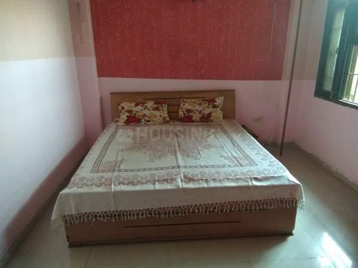 अहिंसा खंड में बॉइज़ पीजी के बेडरूम की तस्वीर