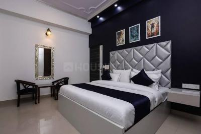 Gallery Cover Image of 150 Sq.ft 1 RK Independent Floor for rent in Sector 63 for 7999