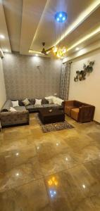 Gallery Cover Image of 1600 Sq.ft 3 BHK Independent Floor for buy in Govind Vihar for 5500000