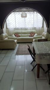 Gallery Cover Image of 800 Sq.ft 1 BHK Apartment for rent in Khar West for 60000