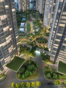 Gallery Cover Image of 2549 Sq.ft 3 BHK Apartment for buy in Oberoi Elysian Tower A, Goregaon East for 43600000