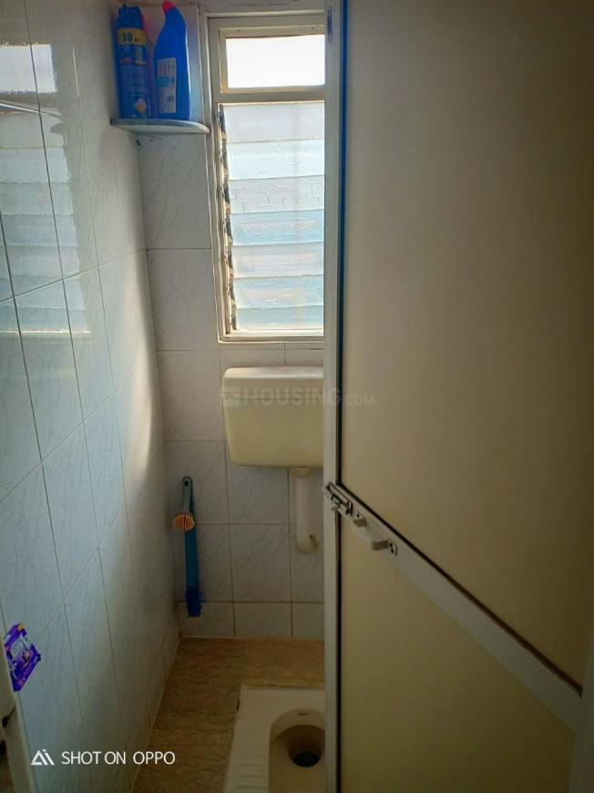 Bathroom Image of 550 Sq.ft 1 BHK Apartment for buy in Malad West for 6100000