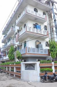 Gallery Cover Image of 400 Sq.ft 1 BHK Independent Floor for buy in Sector 37 for 2000000