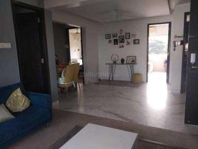 Gallery Cover Image of 1000 Sq.ft 2 BHK Apartment for rent in Khar West for 100000