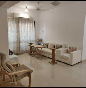 Gallery Cover Image of 750 Sq.ft 1 BHK Apartment for buy in Lokhandwala Residency, Worli for 21000000