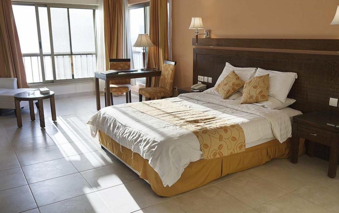 Bedroom Image of 1200 Sq.ft 2 BHK Apartment for buy in Chembur for 22400000