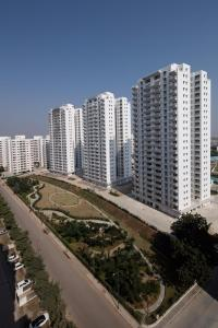 Gallery Cover Image of 1100 Sq.ft 2 BHK Apartment for rent in Chandkheda for 12000