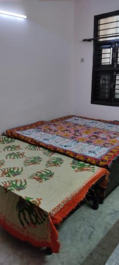 उत्तम नगर में नियर होम एसोसिएट्स के बेडरूम की तस्वीर