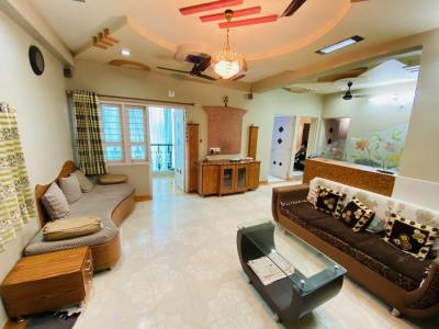 Gallery Cover Image of 1955 Sq.ft 3 BHK Apartment for rent in Deep Indraprasth 2, Ambawadi for 28500