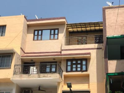 Gallery Cover Image of 1500 Sq.ft 3 BHK Apartment for buy in Vasant Kunj for 21500000