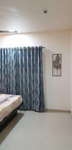 Gallery Cover Image of 1350 Sq.ft 2 BHK Apartment for rent in Electronic City for 24000