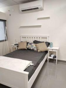 Bedroom Image of 769 Sq.ft 1 BHK Apartment for buy in Incor Lake City, Ramachandra Puram for 2700000