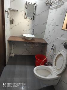 बोरीवली ईस्ट में बाथरूम इमेज ऑफ आकाश होम'एस