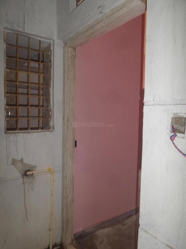 Main Entrance Image of 425 Sq.ft 1 BHK Apartment for rent in Sanjay Gandhi Nagar for 6000