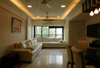 Gallery Cover Image of 2160 Sq.ft 3 BHK Apartment for rent in Juhu for 225000