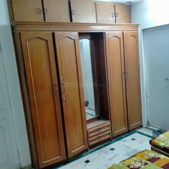 थलतेज में मुकेश पीजी के बेडरूम की तस्वीर