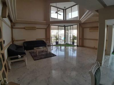 Gallery Cover Image of 5400 Sq.ft 5 BHK Independent Floor for buy in Juhu for 200000000