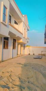 Gallery Cover Image of 800 Sq.ft 2 BHK Villa for buy in Pristine Homes, Noida Extension for 3000000