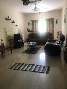 Gallery Cover Image of 1880 Sq.ft 3 BHK Apartment for rent in Adyar for 50000