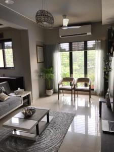Gallery Cover Image of 1300 Sq.ft 3 BHK Apartment for rent in Kurla West for 60000