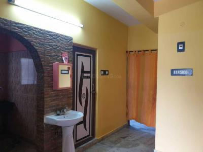 Gallery Cover Image of 680 Sq.ft 2 BHK Apartment for rent in Jadavpur for 10000