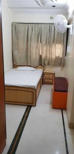 Gallery Cover Image of 1400 Sq.ft 4 BHK Apartment for rent in Santacruz East for 79000