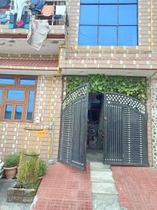 Gallery Cover Image of 1500 Sq.ft 5 BHK Independent House for buy in Aneki Hetmapur for 4000000